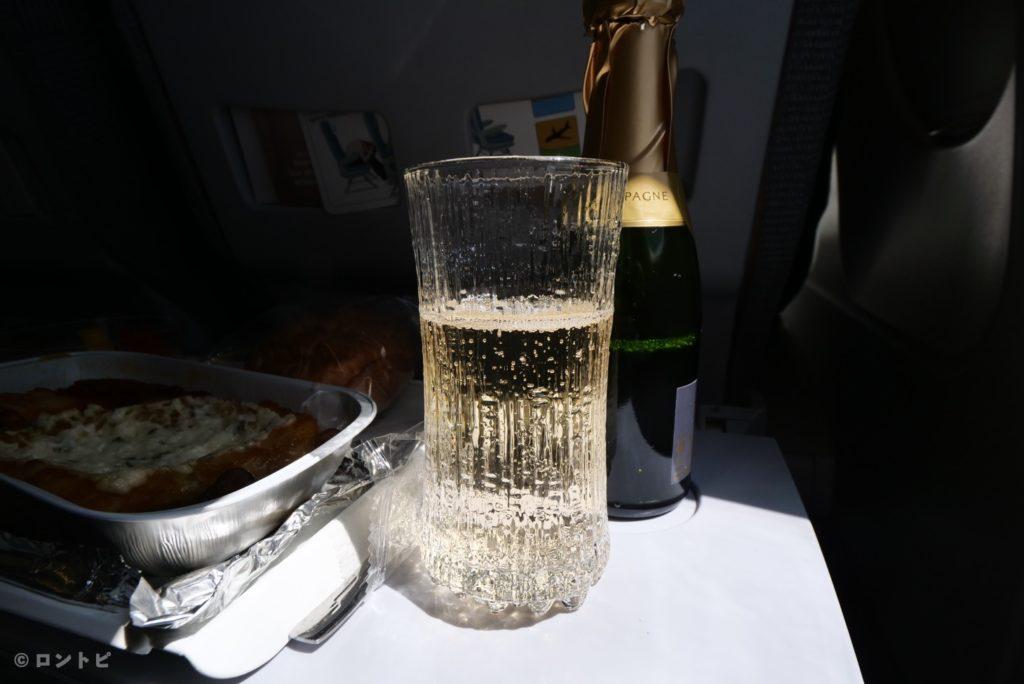 フィンエアー シートアンドミール シャンパン